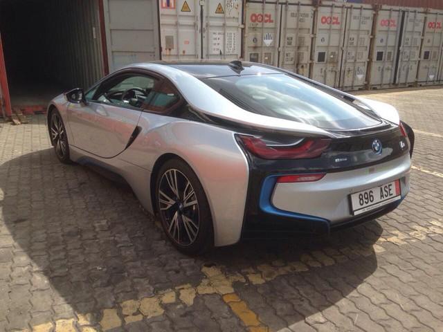 Tính đến thời điểm này 4 màu sắc nguyên bản do hãng BMW đưa ra cho siuê xe này đều đã xuất hiện tại Việt Nam.