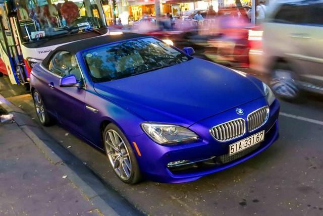Chiếc xe được thiếu gia Sài thành sơn thành màu xanh lam, mọi chi tiết trên xe vẫn giữ nguyên bản.