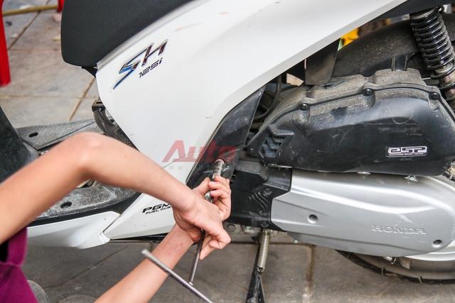 Các chi tiết ở thân và đuôi xe cũng dễ tháo lắp tương tự phần đầu. Chủ yếu là kết nối bằng ốc và ở các vị trí dễ tiếp cận.