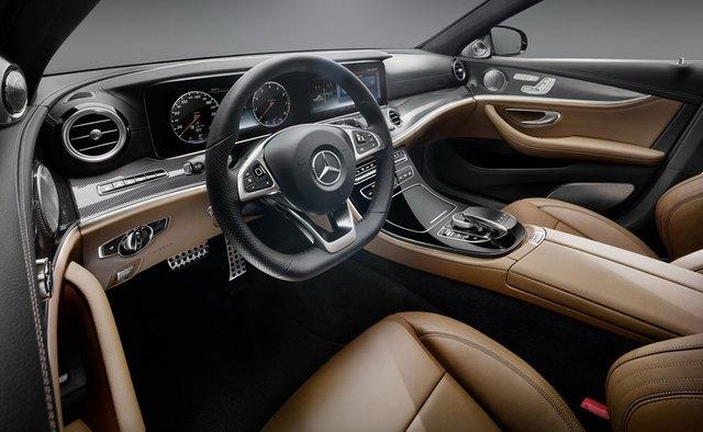 Theo kế hoạch, Mercedes-Benz E-Class 2017 sẽ chính thức trình làng trong triển lãm Detroit 2016 diễn ra vào tháng 1 đầu năm sau. Triển lãm Detroit 2016 chưa diễn ra nhưng hãng Mercedes-Benz đã tung ra những hình ảnh chính thức đầu tiên của không gian bên trong E-Class 2017.