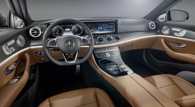 Mercedes-Benz E-Class 2017 sẽ trở thành đối thủ đáng gờm hơn trong phân khúc xe sang tầm trung với không gian nội thất thanh lịch và công nghệ cao, lấy cảm hứng từ người anh em S-Class thế hệ mới. Ngoài ra, không gian nội thất của Mercedes-Benz E-Class 2017 còn có nét thể thao của C-Class.