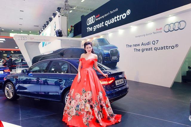 Á hậu Tú Anh khoe dáng nuột bên Audi A4.