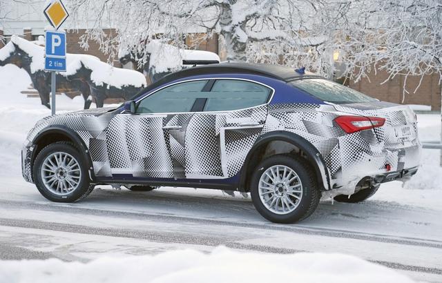 Một hình ảnh chụp trộm Maserati Levante trên đường thử