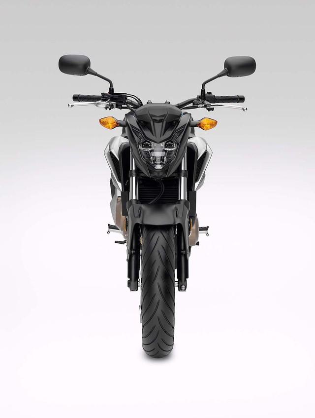 Cụ thể, Honda CB500F 2016 được trang bị cụm đèn LED bố trí trước...