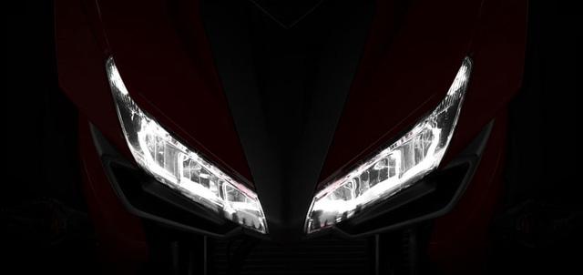Cụm đèn pha LED hình đôi cánh của Honda CBR500R 2016.