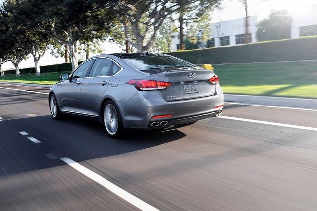 Hyundai Genesis Sedan 2016 không có gì thay đổi về thiết kế.