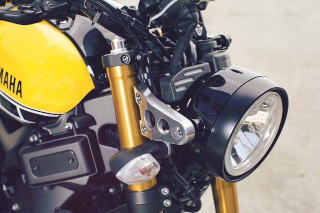 """Chắn bùn trước/sau, bộ quây và cụm đèn pha của Yamaha XSR900 cũng không giống MT-09. Theo hãng Yamaha, XSR900 được thiết kế theo chủ đề """"Faster Sons""""."""