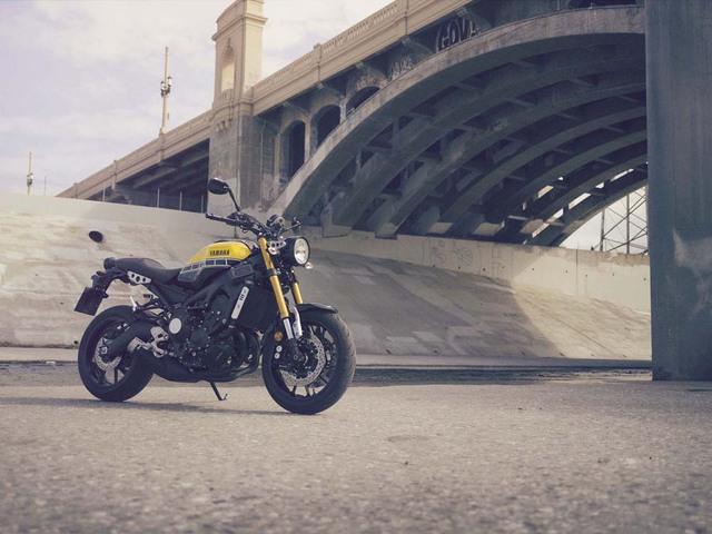 Trong triển lãm EICMA năm nay, ngoài mẫu xe naked bike MT-10 hoàn toàn mới, hãng Yamaha còn trình làng tân binh XSR900 với kiểu dáng đậm chất cổ điển.