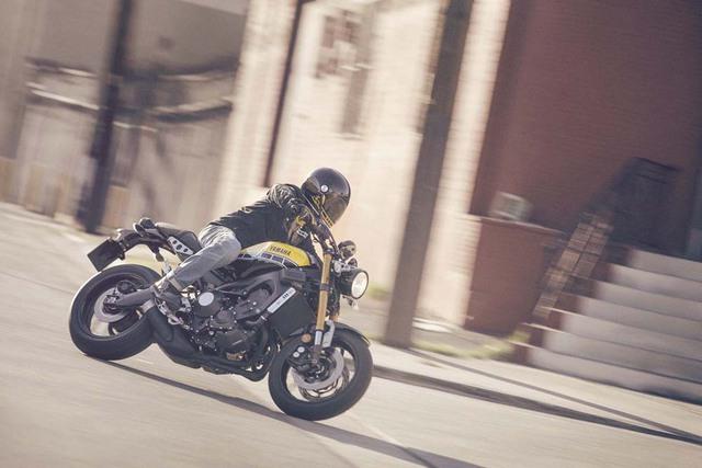 Về cơ bản, XSR900 là thành viên mới của dòng mô tô Heritage trong gia đình Yamaha. Đây là dòng mô tô được hình thành từ XSR700 do hãng Yamaha kết hợp với chuyên gia độ xe Shinya Kimura chế tạo.