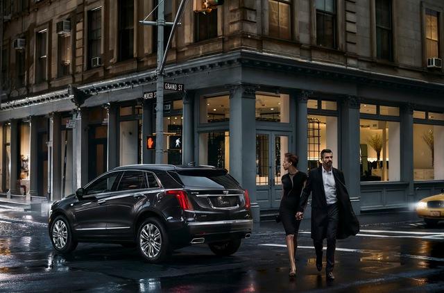 XT5 2017 được phát triển dựa trên cơ sở gầm bệ nhẹ và hoàn toàn mới của hãng Cadillac. Nhờ đó, Cadillac XT5 2017 chỉ nặng 1.814 kg khi sử dụng hệ dẫn động cầu trước và 1.940 kg khi sử dụng hệ dẫn động 4 bánh toàn thời gian.