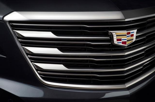Tại thị trường Bắc Mỹ, Cadillac XT5 2017 sẽ sử dụng động cơ V6, dung tích 3,6 lít. Đây là phiên bản mới của động cơ dùng trên Cadillac ATS và CTS. Động cơ tạo ra công suất tối đa 310 mã lực và mô-men xoắn cực đại 270 lb-ft. Sức mạnh được truyền tới bánh thông qua hộp số tự động 8 cấp tiêu chuẩn đi kèm công nghệ Start/Stop tự động. Hệ dẫn động cầu trước là trang thiết bị tiêu chuẩn của Cadillac XT5 2017.
