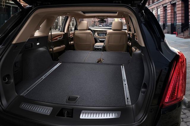Theo kế hoạch, Cadillac XT5 2017 sẽ bắt đầu được sản xuất tại Mỹ và Trung Quốc vào mùa xuân năm sau. Hiện giá bán của Cadillac XT5 2017 chưa được công bố.