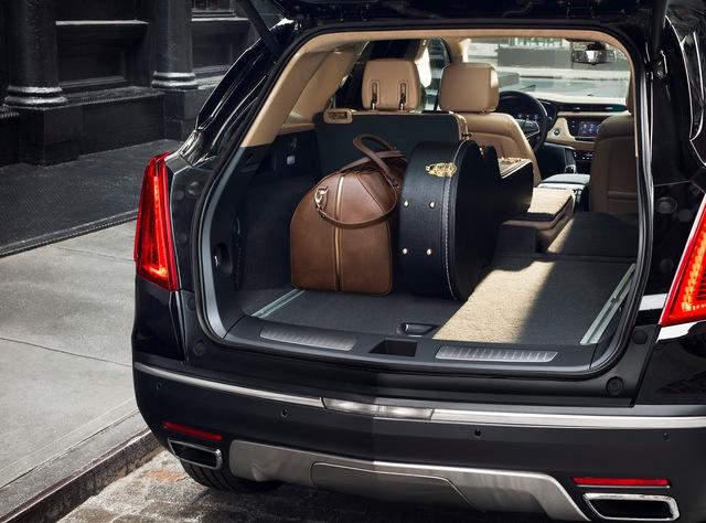 Trong khi đó, Cadillac XT5 2017 tại thị trường Trung Quốc lại sử dụng động cơ xăng 4 xi-lanh, tăng áp, dung tích 2.0 lít. Động cơ này không được dùng cho Cadillac XT5 2017 ở thị trường Mỹ hay Canada.