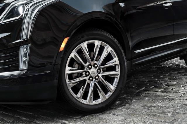 Ngoài ra, mẫu crossover hạng sang cỡ trung còn đi kèm hệ thống treo thanh giằng MacPherson trước và hệ thống treo độc lập 5 liên kết sau. Tiếp đến là bộ la-zăng 18 inch tiêu chuẩn và 20 inch tùy chọn.