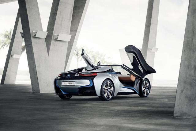 Hiện ông Krüger vẫn từ chối tiết lộ thông số kỹ thuật cụ thể của BMW i8 Spyder mới. Ngoài ra, ông Krüger cũng hoàn toàn kín tiếng khi được hỏi về thời điểm tung BMW i8 Spyder ra thị trường.