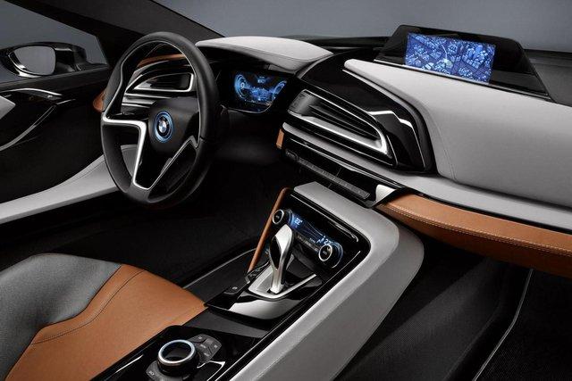 Hệ dẫn động này tạo ra công suất tối đa 362 mã lực, cho phép BMW i8 Coupe tăng tốc từ 0-100 km/h trong 4,4 giây và đạt vận tốc tối đa giới hạn điện tử 250 km/h.
