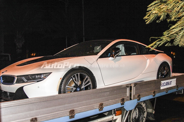 Đây là 1 trong số gần 30 chiếc BMW i8 đã được nhập khẩu về Việt Nam trong vòng 5 tháng vừa qua.