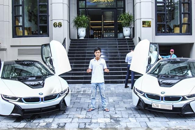 Cặp đôi BMW i8 màu trắng muốt tại Sài Gòn.