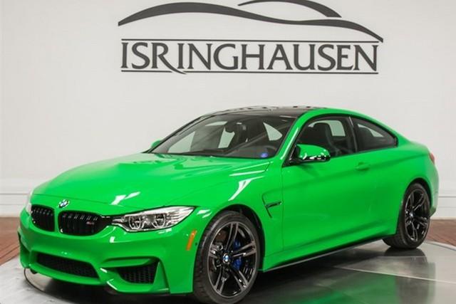 Một chiếc BMW M4 màu xanh nõn chuối cực bắt mắt nhưng không phải ai cũng thích hiện đang được rao bán tại một đại lý ở thành phố Springfield, bang Illinois, Mỹ.