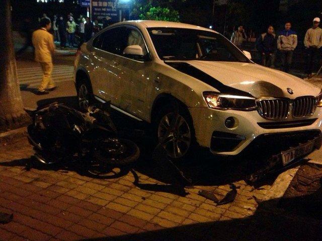 Chiếc BMW X4 và Air Blade tại hiện trường vụ tai nạn. Ảnh: Facebook