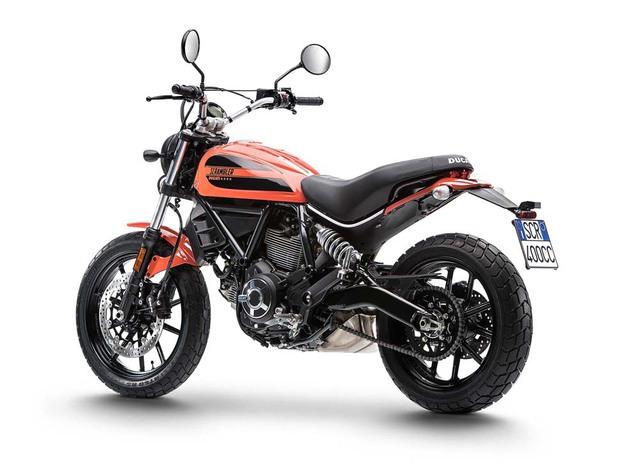 Để tạo điểm khác biệt với phiên bản 800 phân khối, Ducati Scrambler mới được gọi bằng cái tên Sixty2.