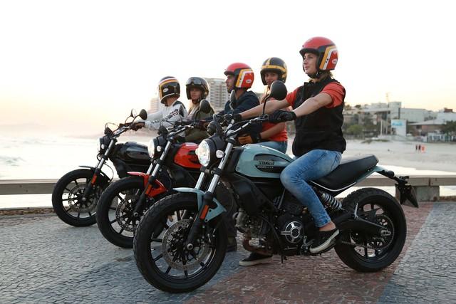 Theo hãng Ducati, Scrambler Sixty2 là mẫu mô tô lấy cảm hứng thiết kế từ văn hóa và nghệ thuật giới trẻ có tầm ảnh hưởng lớn trong thập niên '60 của thế kỷ trước. Trong năm 1962, hãng Ducati đã lần đầu tiên tung ra mẫu xe Scrambler với thiết kế trẻ trung. Do đó, chẳng có gì lạ khi Ducati Scrambler 400 phân khối mới có tên gọi Sixty2.