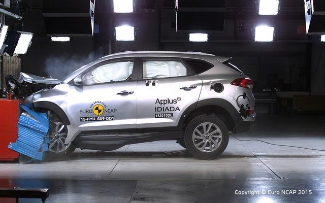 Hyundai Tucson 2016 gây ấn tượng với độ an toàn hơn hẳn thế hệ cũ.