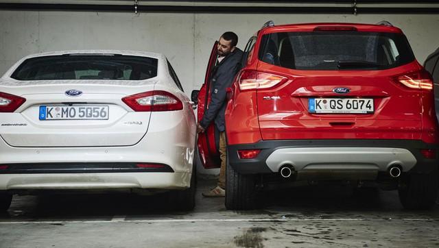 Không thể ra khỏi ô tô bằng cửa chính là tình huống dở khóc, dở cười mà không ít người gặp phải khi đỗ xe.