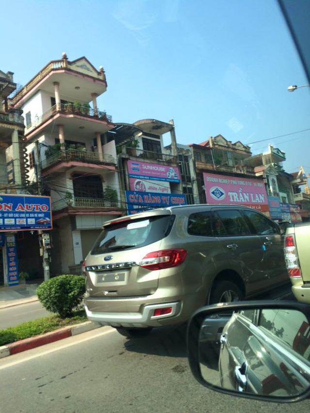 Ford Everest thế hệ mới bị bắt gặp khi đang chạy trên đường phố Thái Nguyên.