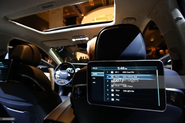 Theo kế hoạch, Genesis G90 sẽ có mặt trên thị trường Hàn Quốc vào năm tới. Tiếp đến là các thị trường Mỹ, Trung Quốc, Nga và Trung Đông. Giá bán của Genesis G90 tại thị trường Hàn Quốc dao động từ 72-117 triệu Won, tương đương 62.000 – 99.000 USD.