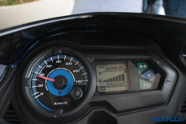Khi có mặt trên thị trường, Honda CB Shine SP siêu rẻ sẽ đi kèm 5 phiên bản màu sắc khác nhau, bao gồm đỏ, xanh dương, trắng, xám và đen. Tại thị trường Ấn Độ, Honda CB Shine SP có 3 phiên bản là vành hợp kim - phanh tang trống, vành hợp kim - phanh đĩa và CBS. Giá bán tương ứng của 3 phiên bản này là 59.990 Rupee (20,3 triệu Đồng), 62.400 Rupee (21,2 triệu Đồng) và 64.400 Rupee (21,9 triệu Đồng).