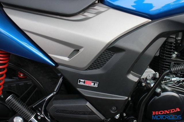 Trong khi đó, bộ quây hai màu tái thiết kế bên sườn đem đến thiết kế thể thao hơn cho Honda CB Shine SP.