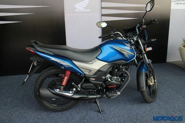 Cách đây vài ngày, hãng Honda đã chính thức trình làng mẫu xe côn tay giá rẻ CB Shine SP tại thị trường Ấn Độ. Tuy nhiên, vào thời điểm đó, chỉ có những hình ảnh rò rỉ từ catalogue của Honda CB Shine SP. Đến nay, xe côn tay siêu rẻ Honda CB Shine SP mới lộ diện ngoài đời thực.