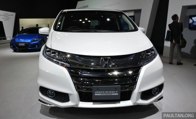 Trong hai triển lãm Ô tô Việt Nam và Tokyo 2015, hãng Honda đều giới thiệu mẫu xe minivan gia đình Odessey. Trong đó, Honda Odyssey tại triển lãm Tokyo 2015 không được quá nhiều người chú ý dù thay đổi hoàn toàn ở hệ dẫn động.