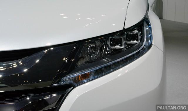 Nhiều người dự đoán, hệ dẫn động Sport Hybrid i-MMD trên Honda Odyssey Hybrid bao gồm máy xăng i-VTEC, dung tích 2.0 lít có công suất tối đa 141 mã lực và mô-men xoắn cực đại 165 Nm. Động cơ kết hợp với 2 mô-tơ điệnvà cụm pin lithium-ion 1,3 kWh tương tự Honda Accord Hybrid. Tổng cộng, Honda Odyssey Hybrid sở hữu công suất tối đa 196 mã lực và mô-men xoắn cực đại 307 Nm.
