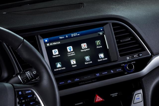 Về mặt an toàn, Hyundai Elantra 2016 có các hệ thống tiêu chuẩn như cân bằng điện tử, kiểm soát thân xe, kiểm soát lực bám, chống bó cứng phanh ABS, giám sát áp suất lốp và túi khí đầu gối mới.
