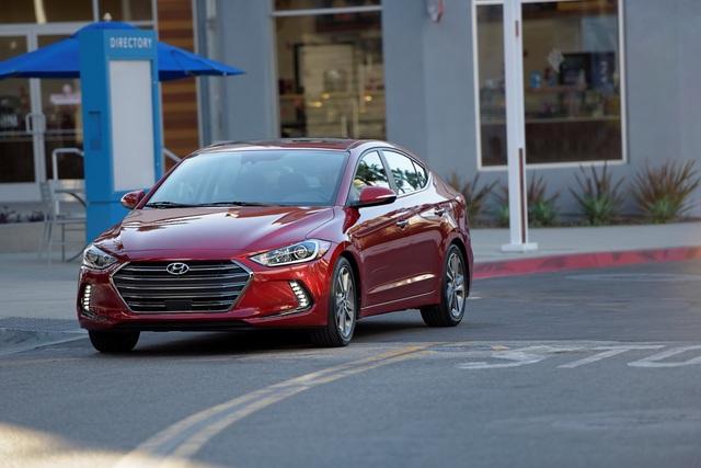 Mẫu sedan cỡ nhỏ Hyundai Elantra thế hệ mới dành cho thị trường Mỹ đã chính thức ra mắt trong triển lãm Los Angeles 2015.