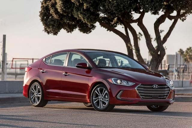 So với Avante tại thị trường Hàn Quốc đã ra mắt cách đây 2 tháng, Hyundai Elantra 2016 không quá khác biệt về mặt thiết kế.