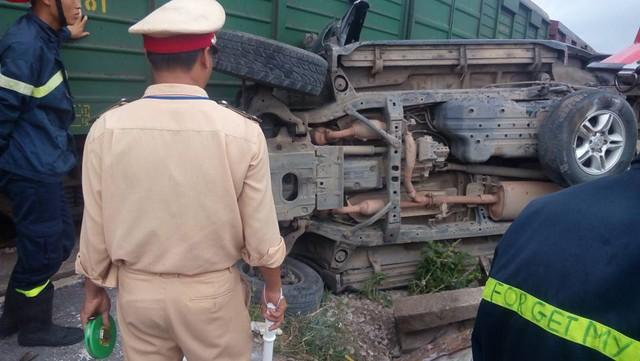 Chiếc Lexus GX470 nằm lật ngang tại hiện trường vụ tai nạn. Ảnh: Minh Lương