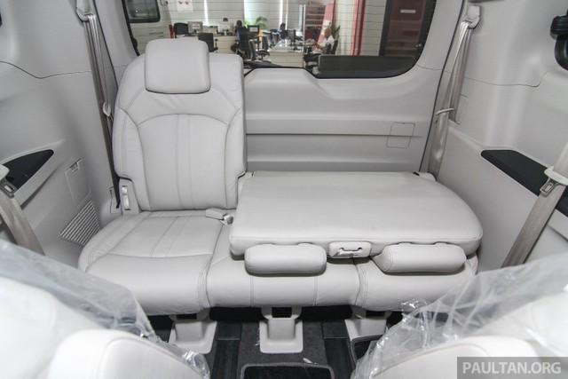 Nếu muốn, người mua có thể tùy chọn thêm ghế bọc da, cảm biến hỗ trợ đỗ xe, đèn sương mù trước/sau và camera chiếu hậu cho Maxus G10.