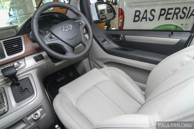 Về an toàn, Maxus G10 có 2 túi khí, hệ thống chống bó cứng phanh ABS, phân bổ lực phanh điện tử EBD, trợ lực phanh và cân bằng điện tử. Xe đi kèm chế độ bảo hành 2 năm.
