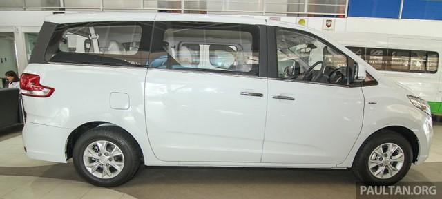 Mẫu xe MPV 11 chỗ lạ hoắc có giá 129.888 RM, tương đương 654 triệu Đồng, tại thị trường Malaysia. Tuy nhiên, chỉ có 200 chiếc Maxus G10 được phân phối tại thị trường Malaysia.