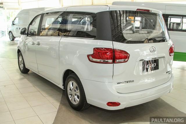 Được biết, Maxus G10 là mẫu xe đa dụng 11 chỗ có kích thước tương đương Hyundai Grand Starex Royale tại thị trường Malaysia. Cụ thể, Maxus G10 sở hữu kích thước cơ bản bao gồm chiều dài tổng thể 5.168 mm, rộng 1.980 mm, cao 1.928 mm và chiều dài cơ sở 3.210 mm.