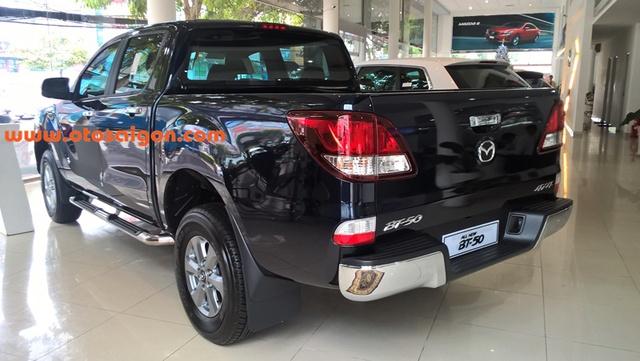 Mazda BT-50 2016 mới âm thầm về Việt Nam thuộc phiên bản nâng cấp, đã lần đầu tiên ra mắt tại Thái Lan vào hồi đầu tháng 8/2015. So với phiên bản cũ, Mazda BT-50 2016 không thay đổi quá nhiều về mặt thiết kế.