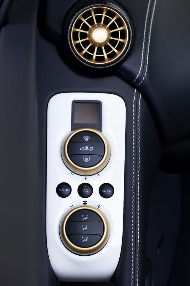 Đáng tiếc thay, McLaren 650S Spider Al Sahara 79 không có gì thay đổi ở hệ dẫn động. Xe tiếp tục sử dụng động cơ có công suất tối đa 642 mã lực và mô-men xoắn cực đại 678 Nm. Nhờ đó, McLaren 650S Spider Al Sahara 79 có thể tăng tốc từ 0-100 km/h trong 3 giây trước khi đạt vận tốc tối đa 329 km/h.