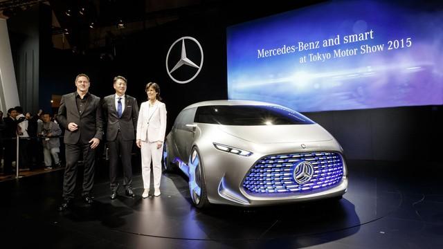 Về cơ bản, Mercedes-Benz Vision Tokyo chính là phiên bản mang kiểu dáng xe van của F015 Luxury in Motion. Theo hãng Mercedes-Benz, Vision Tokyo là mẫu xe tri ân thế hệ Z hay những người sinh từ năm 1995 đến nay.