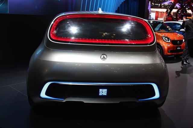 Mercedes-Benz Vision Tokyo sở hữu chiều dài tổng thể 4.803 mm, rộng 2.100 mm và cao 1.600 mm. Xe đi kèm cửa mở lên trên ở phía bên trái.