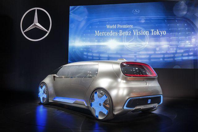 Tương tự F 015 Luxury in Motion, Mercedes-Benz Vision Tokyo cũng đi kèm bình nhiên liệu hyđrô bằng nhựa gia cố sợi carbon và cụm pin có điện thế cao, có thể sạc không dây. Hệ dẫn động hybrid điện cho phép Mercedes-Benz Vision Tokyo hoàn thành quãng đường 980 km. Trong đó, 190 km là nhờ năng lượng điện của cụm pin. 790 km còn lại nhờ năng lượng do pin nhiên liệu cung cấp.