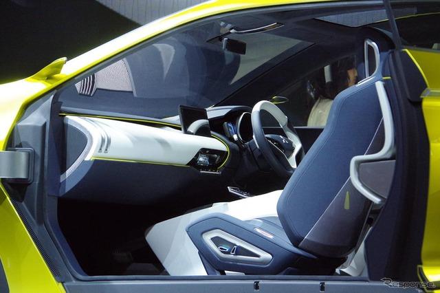 Bản thân không gian nội thất của Mitsubishi ASX thế hệ mới cũng thay đổi đáng kể, theo eX. Bên trong Mitsubishi eX mới có một số màn hình cảm ứng để thay thế những nút bấm và công tắc truyền thống.