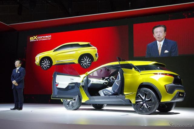 Đặc biệt, Mitsubishi ASX thế hệ mới sẽ được trang bị cả hệ thống cửa bản lề ngược suicide door với tay nắm cửa lõm của eX. Trong khi đó, gương chiếu hậu truyền thống được thay bằng camera bên sườn xe.